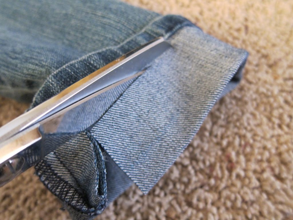 How to Hem Pants with a Sewing Machine – Step-by-Step Guide with Tips for Beginners