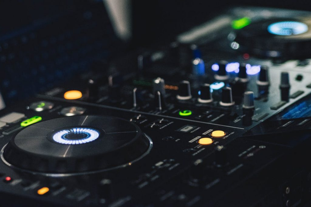 11 Best DJ Controllers (Jul  2019) - Reviews & Buying Guide