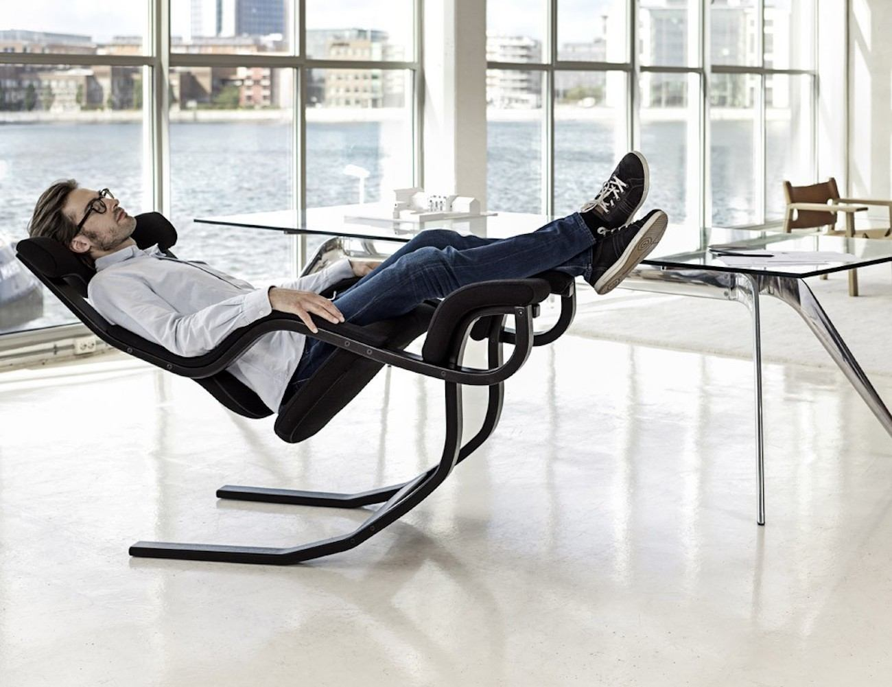 Zero gravity chair for back pain