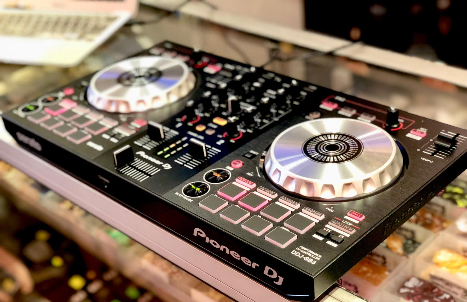 7 Best DJ Controllers for Beginners (Sept  2019) - Reviews