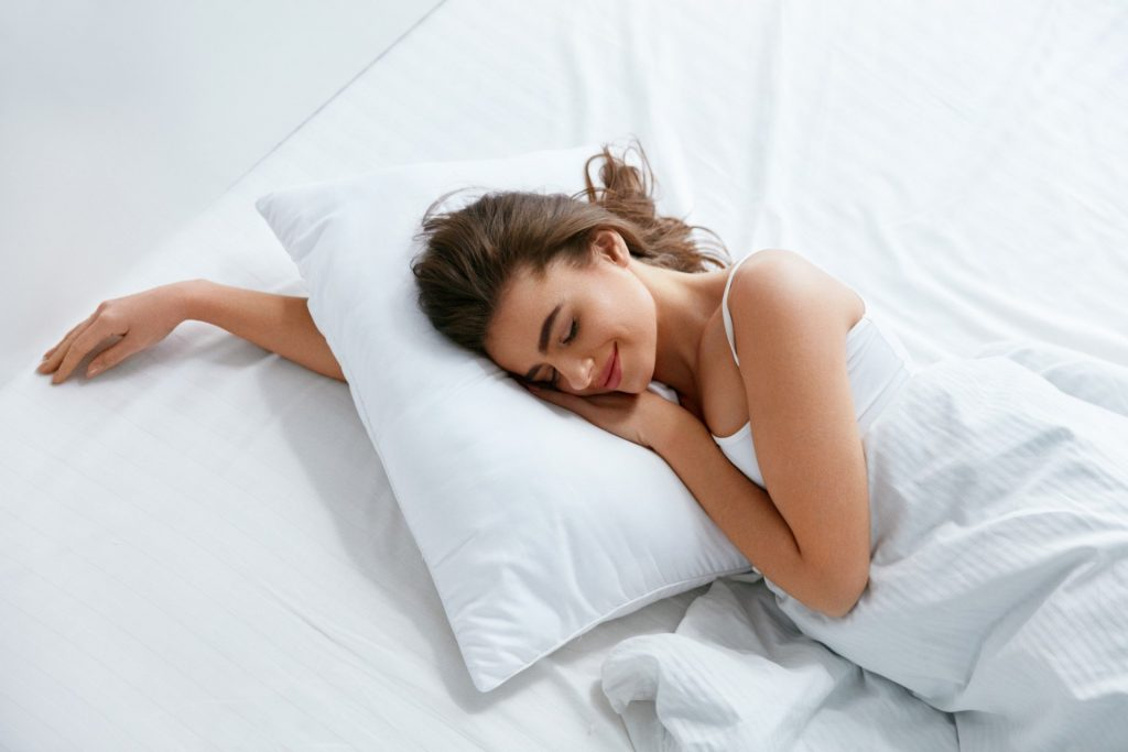 8 Most Comfortable Down Pillows – Cloud-like Softness and Impressive Support