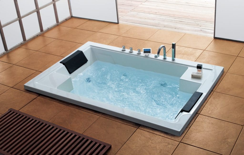 5 Beautiful and Functional Luxury Bathtubs to Enjoy Spa at Home