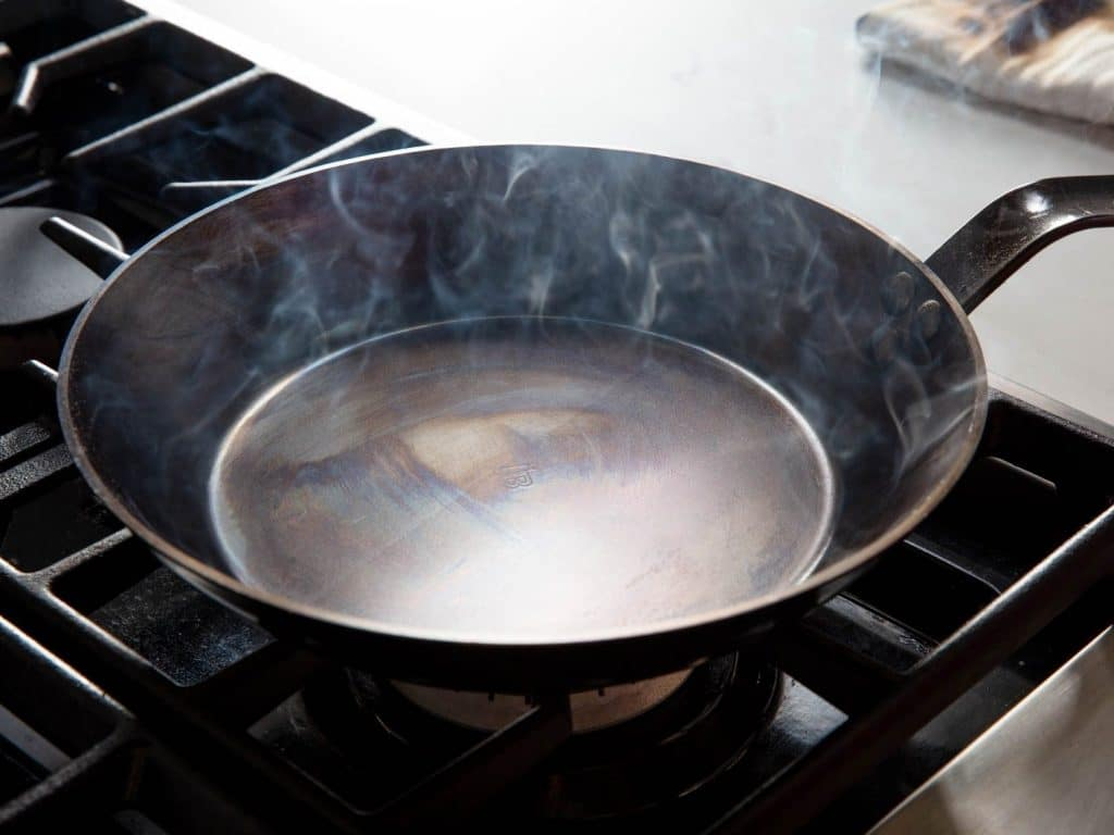 7 Outstanding Carbon Steel Pans to Cook Like a Chief on Your Own Kitchen
