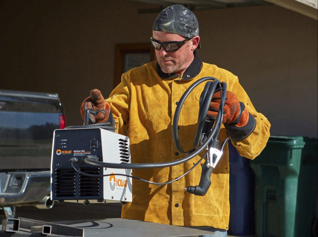 5 Best Plasma Cutters with Built-In Compressors - User-Friendly and Highly-Portable Tools!