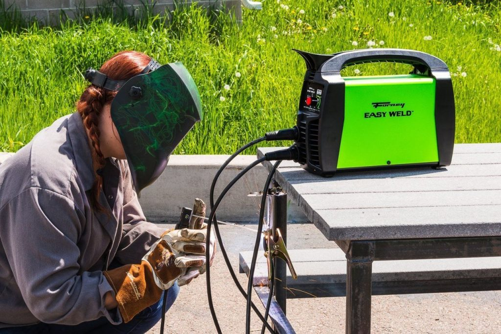 5 Best Stick Welders for Welding Steel and Iron in the Construction and Repair