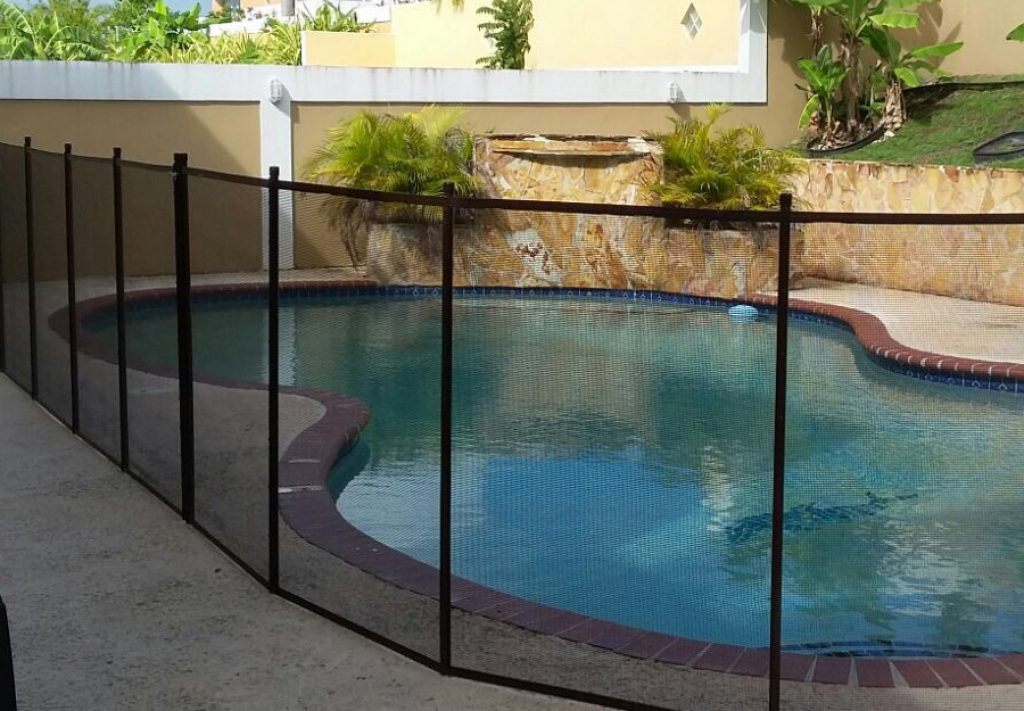 5 Best Pool Fences — Keep Your Kids and Pets Safe!