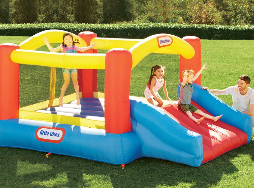 5 Best Bounce Houses - Watch Your Kids Having Fun