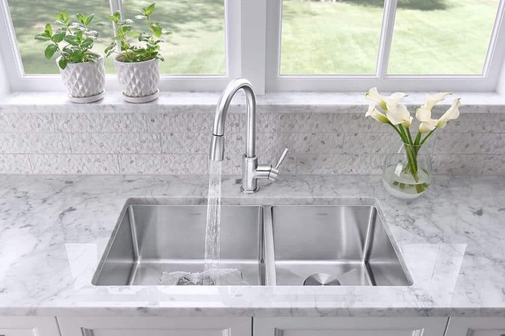15 Best Luxury Kitchen Faucets to Allow You a Lot of Space for Cleaning Work