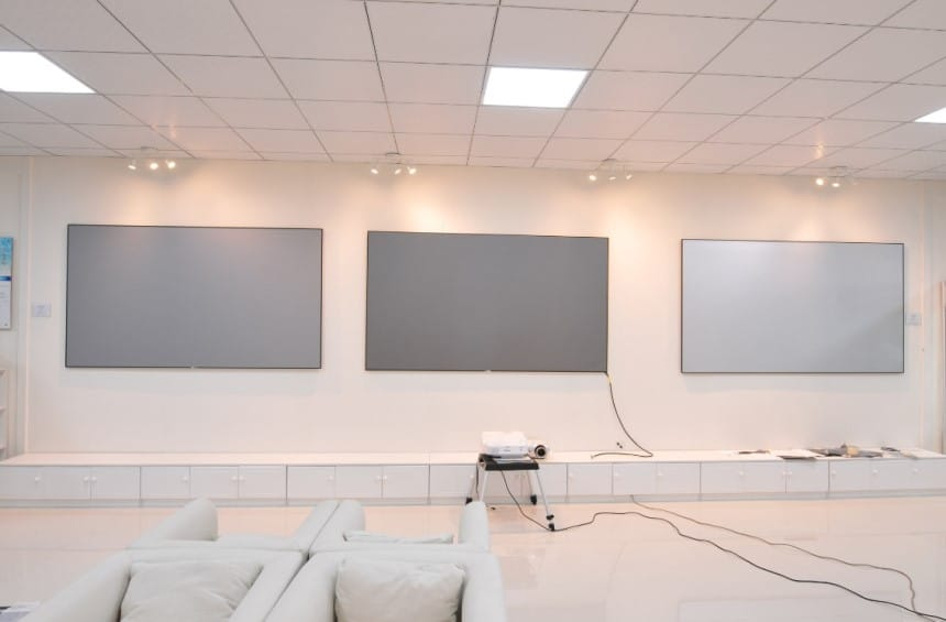 Black Projector Screen vs White - Which is the Best?