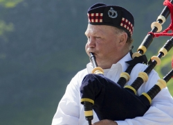 Best Bagpipes to Evoke a True Great Highlands Atmosphere