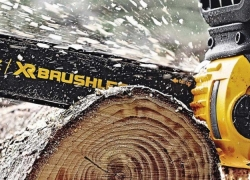 8 Greatest Chainsaws For Firewood – Time Saving Powerful Helper