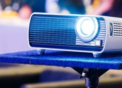 6 Best Projectors Under $400 to Enjoy a High-Quality Image at an Affordable Price!