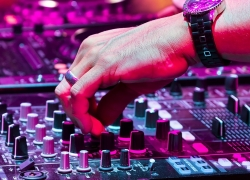 Top 10 DJ Controllers for Beginner- to Pro-level DJs