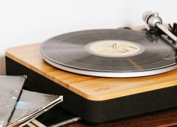 5 Greatest Turntables under $300 – Enjoy Vinyl at Its Best!
