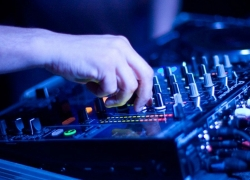 6 Best DJ Mixers for Your Spectacular Gigs – Reviews and Buying Guide