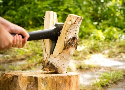 6 Most Reliable Splitting Axes – Chop The Firewood With No Sweat