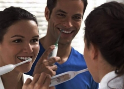 Top 8 Cordless Water Flossers – Keep Your Teeth and Gums Healthy in 2018