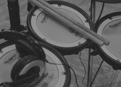 10 Impressive Electronic Drum Sets – Reviews and Byuing Guide