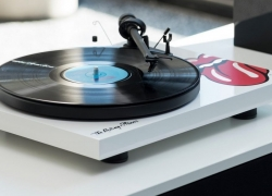 8 Excellent Record Players and Turntables to Get for Your Vinyl in 2019