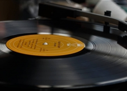 Top 5 Vintage Turntable Brands – Combining the Good Old with the Brand New